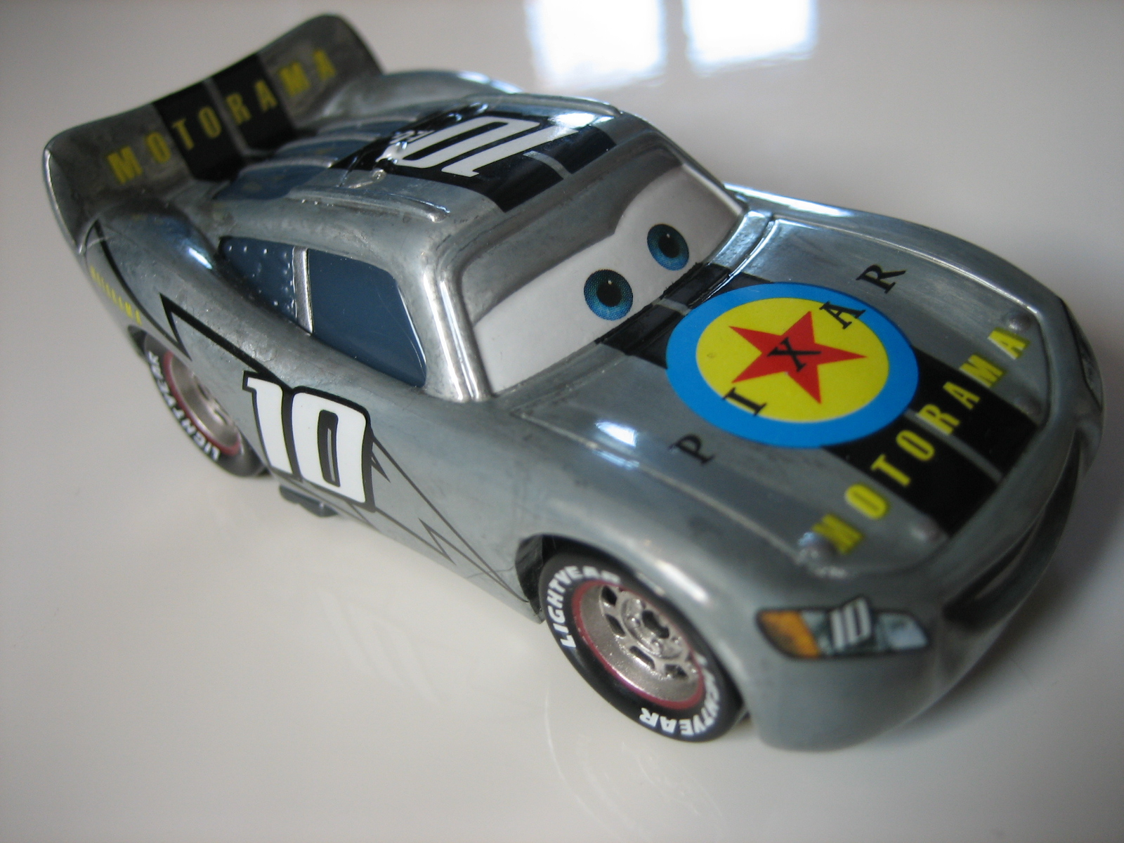 [recensement] Lightning McQueen Pixar Motorama - Page 3 IMG_7385